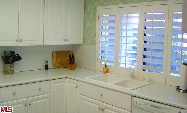 Palm Springs Sunrise Villas new kitchen