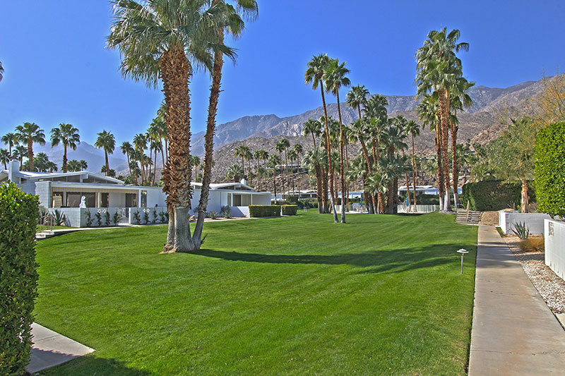 Palm Springs Mid-century modern Condo for Sale with mountain views  - Designed by Krisel