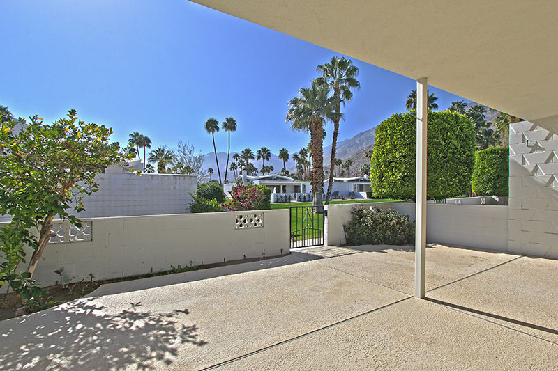 Palm Springs Mid-century modern Condo for Sale with mountain views