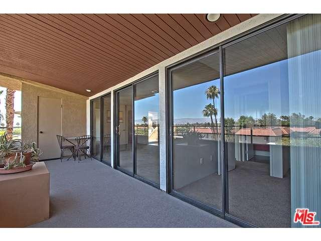 1 bedroom condo in Palm Springs with a private terrace