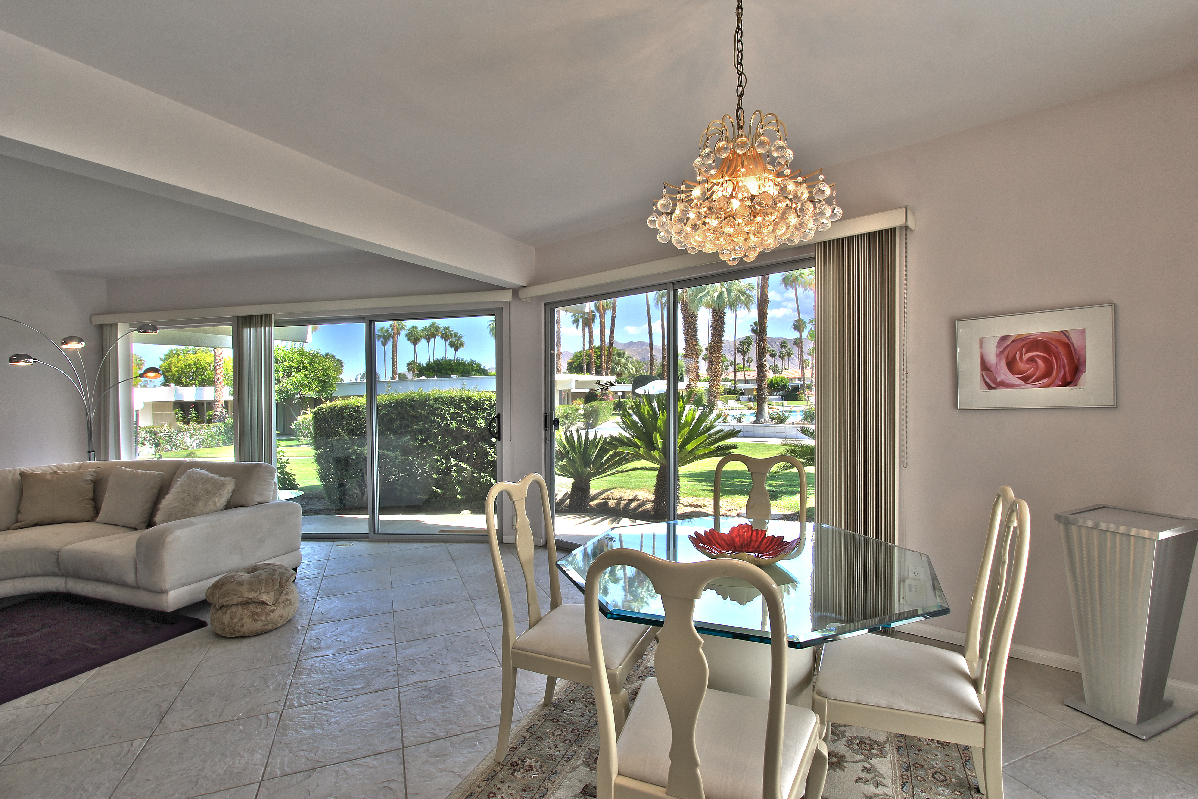 Wonderful Mid Century Modern Condo In Central Palm Springs