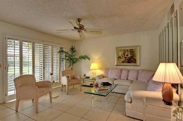 Palm Springs condo for sale at Villa de la Flores - Living room