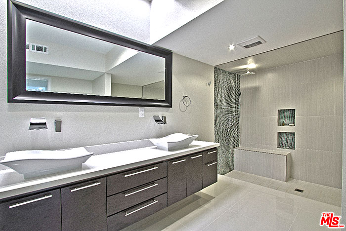 Garden Villas East,  large master bath