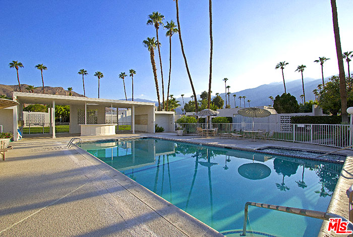 Large Pool of the Garden Villas East, Palm Springs