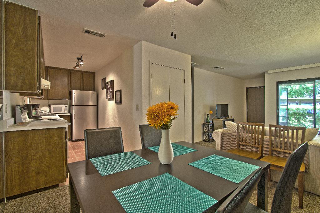 Palm Springs Villas 2 - Dining room