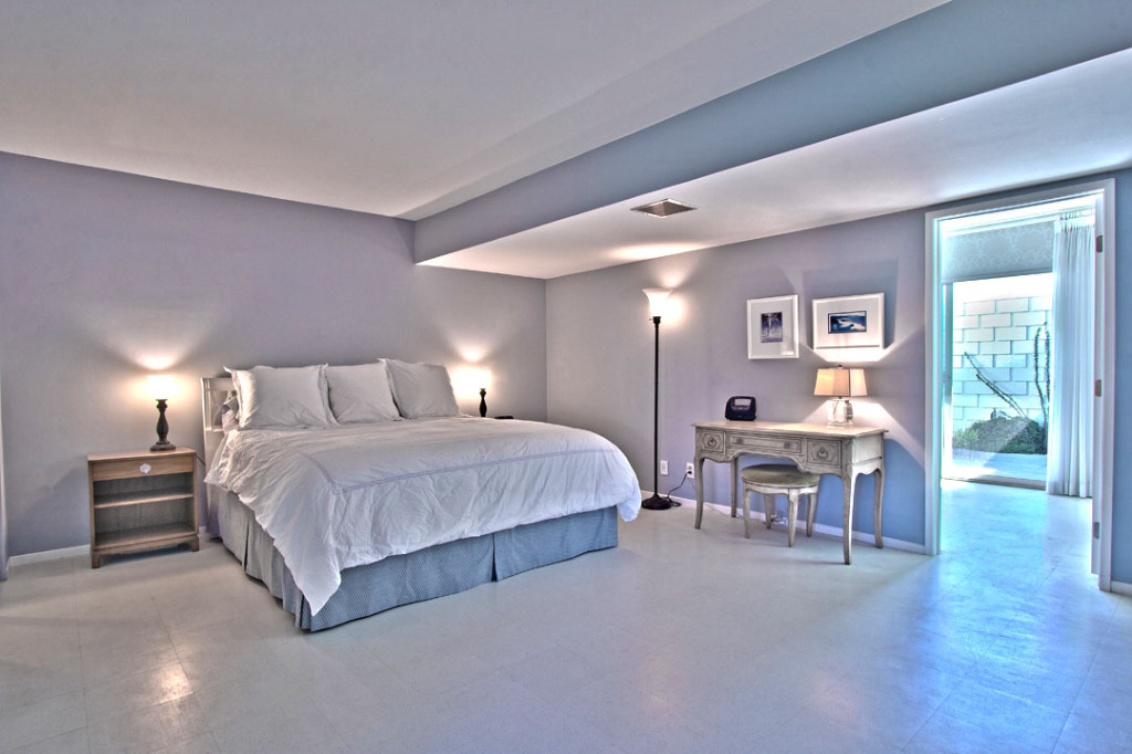 Mid century modern real estate - large master bedroom