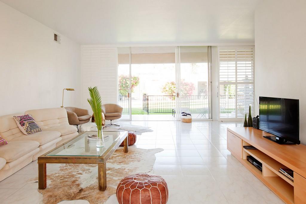 15 Desert Lakes, open living room